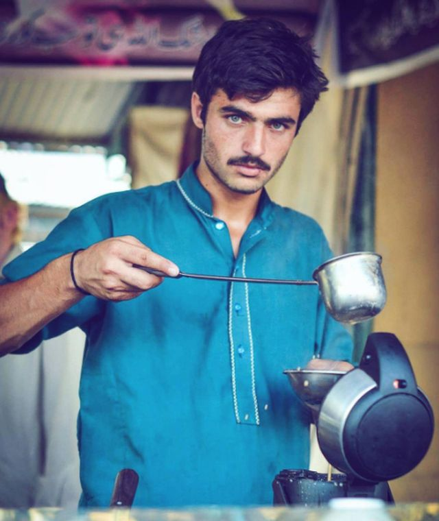Arshad Khan, 18, is a tea seller at Islamabad's Sunday Bazaar, photographed by Javeria Ali in a picture posted on 14 October, 2016