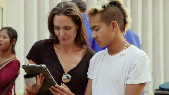 Angelina Jolie ve Kamboçya'dan evlat edindiği Maddox