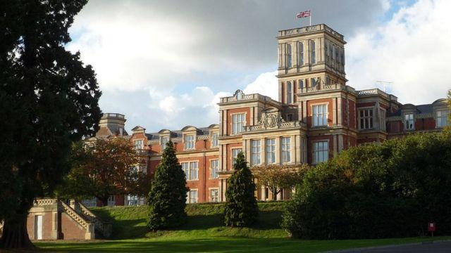 Главное зданиие бывшей больницы Royal Earlswood Hospital.