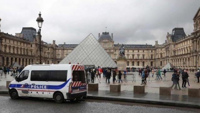 متحف اللوفر في العاصمة الفرنسية