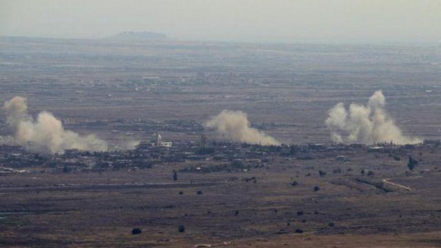 Bombardeos en la villa siria Jubata al-Khashab, en la frontera con Israel.