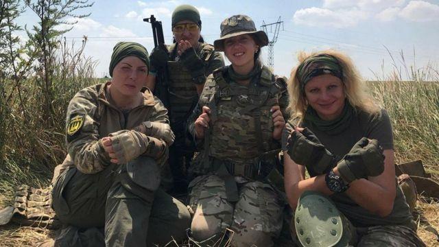 дівчата у армії