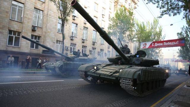 Танки на вулицях Донецька під час репетиції параду до 9 травня, 2017