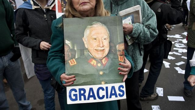 Foto de simpatizante de Pinochet.