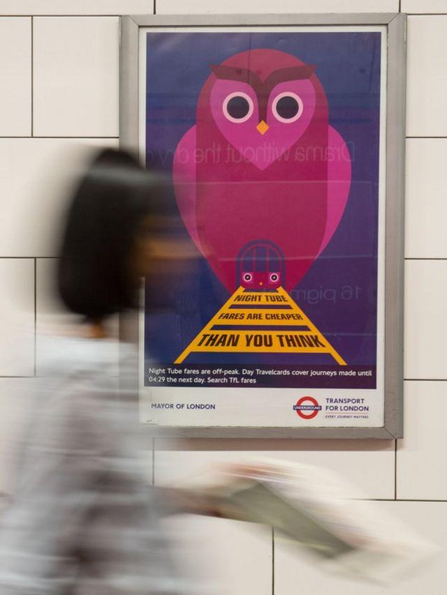 Плакаты с анонсом запуска ночных поездов в лондонской подземке