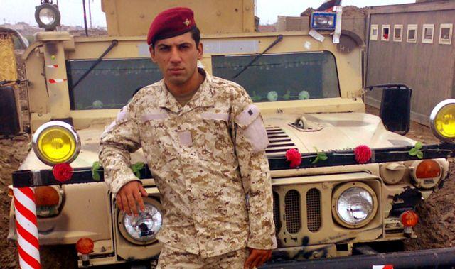 Бту Аллами в военно-полевой форме