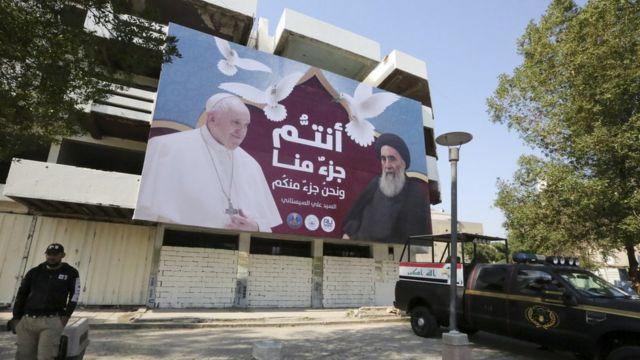 Foto do Papa com o aiatolá Ali al Sistani.