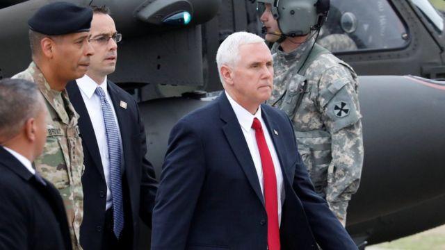 Vice-presidente americano Mike Pence chega em Paju, na Coreia do Sul, em 17 de abril de 2017