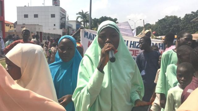 Dalibai sun rinka rera waka a wurin zagayen Maulidi a Abuja, 11 ga watan Nuwamba, 2019