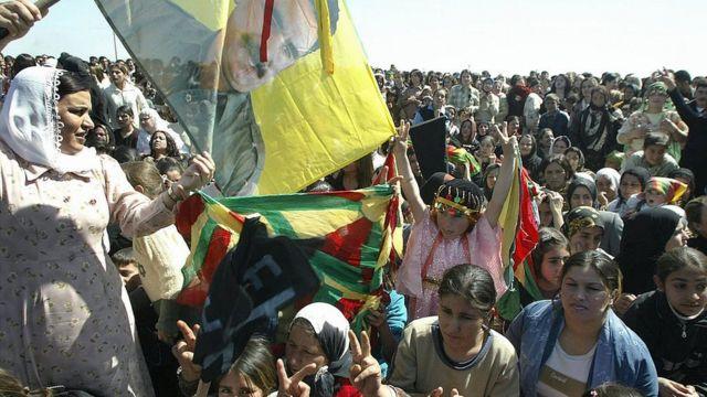 تشکیلات خودمختار شمال و شرق سوریه همچنین بارها تاکید کرده که درصدد تشکیل یک دولت- ملت کرد نیست و تنها خوهان دموکراتیک شدن سوریه است