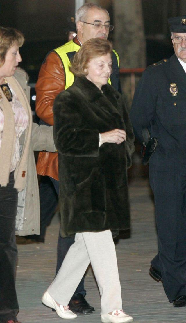 La expresidenta de Argentina Isabel Perón Madrid tras su liberación, el 12 de enero de 2007. Perón fue arrestada en su casa por una orden internacional por cargos en su contra por delitos cometido durante su gobierno.