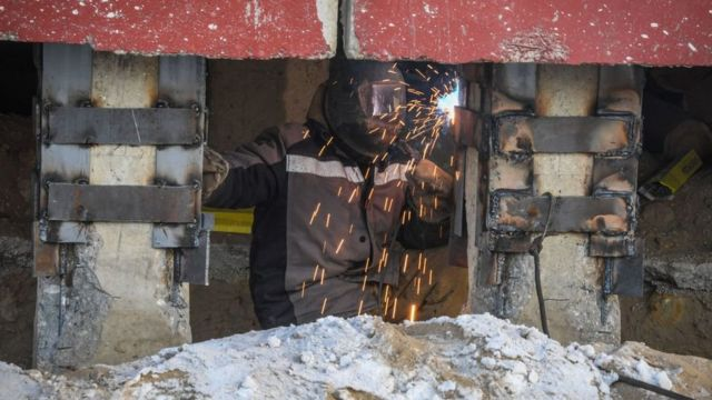 дом в Якутии поврежден в результате таяния мерзлоты