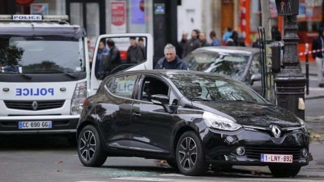 パリ市内で見つかった襲撃犯が使ったとみられる車