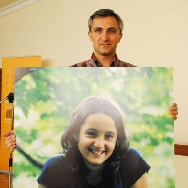 """Aramazd Ghalamkaryan, y la foto de su hija Nareh, con la que inició una campaña en Facebook titulada """"¿Y tú, tienes una hija?"""