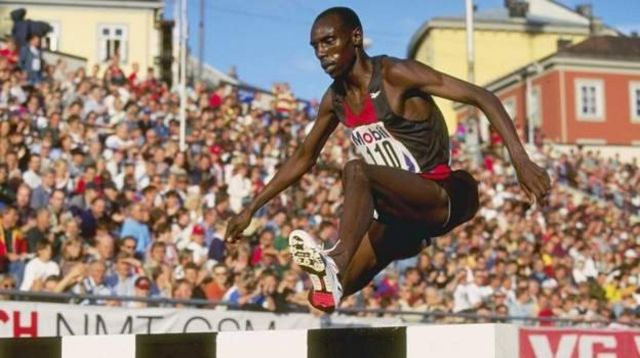 Le triple champion du monde de steeple, Moses Kiptanui