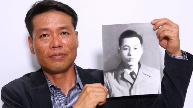 황인철 씨는 두 살 때 북한에 납북된 아버지를 찾기 위한 캠페인을 17년 동안 벌이고 있다