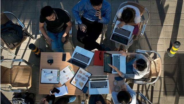 Сьогодні деякі кафе більше схожі на офіс, ніж на місце для зустрічей із друзями