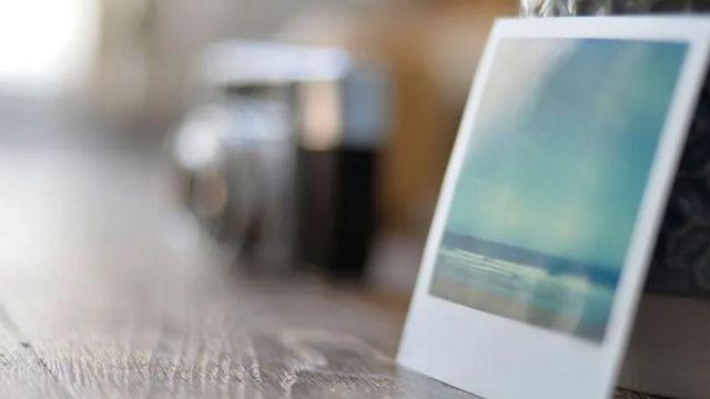 Una foto en un escritorio