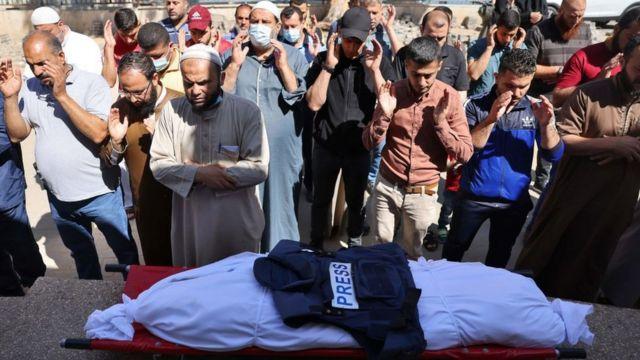 مراسم خاکسپاری یوسف ابوحسین گوینده رادیو محلی الاقصی