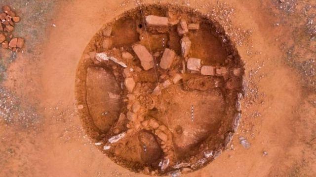 சிவகளையில் ஒரே இடத்தில் 16 முதுமக்கள் தாழிகள் கண்டறியப்பட்டுள்ளன.