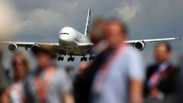 Un A380 aterrizando.