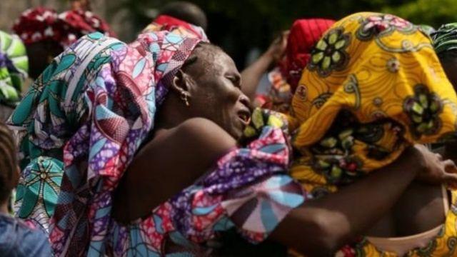Boko Haram örgütünün 2014'te Chibok kasabasında kaçırdıktan sonra serbest bıraktığı bir öğrenci