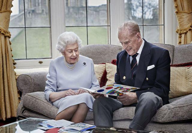 Єлизавета II та принц Філіп спільне фото на честь річниці весілля