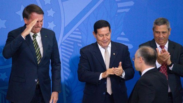Bolsonaro com Mourão, Braga Neto e André Mendonça