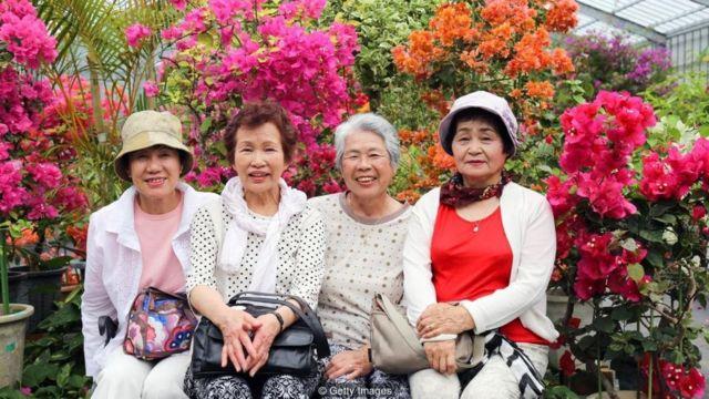 Okinawa di Jepang adalah salah satu tempat di dunia dengan konsentrasi orang usia 100 tahun terbanyak di dunia.