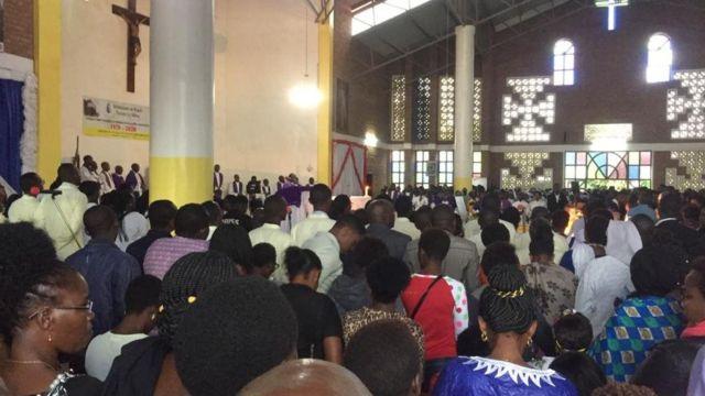Ibada ya wafu kwa ajili ya Bw. Kizito imefanyika katika kanisa katoliki la Indera mjini Kigali
