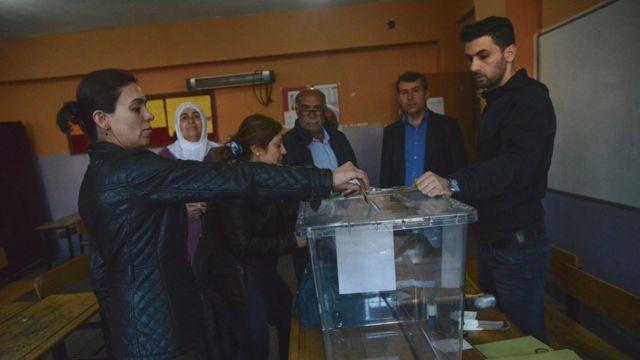 رای زنان کرد در دیاربکر ترکیه