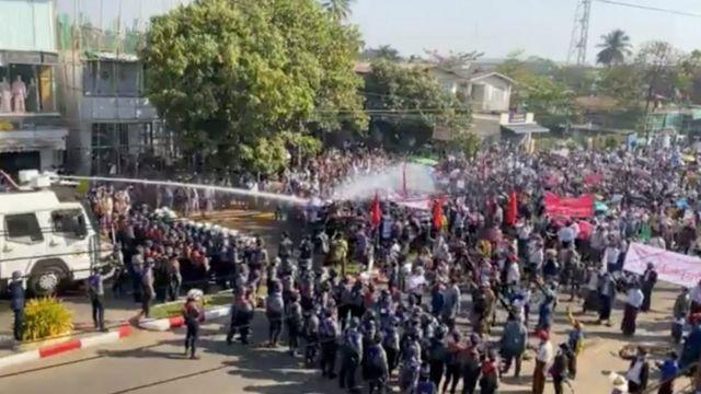 Bago'daki darbe karşıtı gösteriler diğer kentlerde olduğu gibi iki aydır devam ediyor