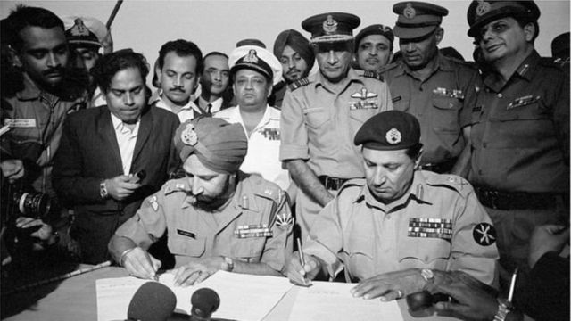 ১৬ই ডিসেম্বরে পাকিস্তানি বাহিনী আত্মসমর্পন করে