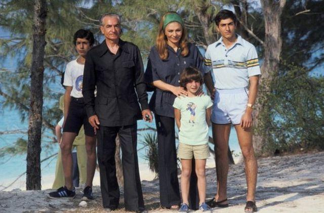 شاه و خانوادهاش پس از خروج از ایران در جزیره باهاما