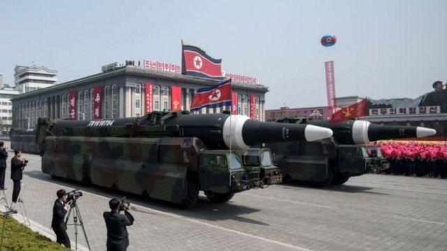نمایش موشکها ویژگی همیشگی رژههای نظامی پیونگ یانگ است