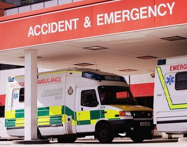 """""""Швидка"""" у Британії інколи приїздить, поки триває розмова з оператором служби з надзвичайних ситуацій"""