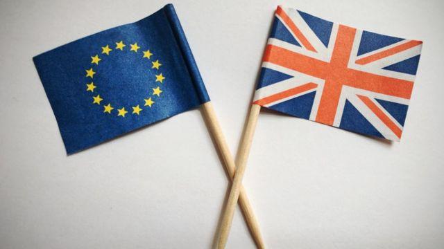Após apuração que se estendeu pela madrugada, eleitores britânicos definiram posição do Reino Unido frente a UE
