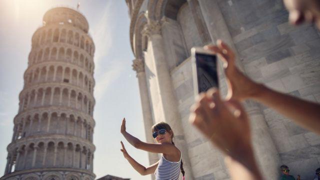 chica tomándose foto en Pisa