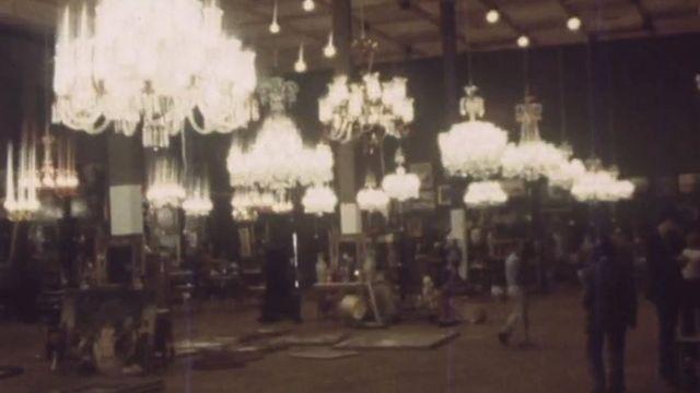 حراج برخی وسائل کاخهای سلطنتی بعد از انقلاب در ساختمان وزارت دربار