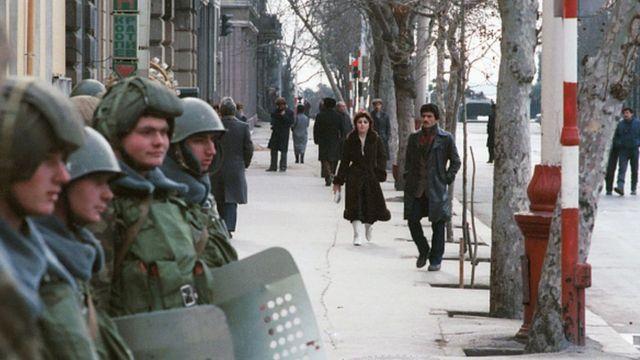 Sovyet barış gücü askerleri Bakü'de