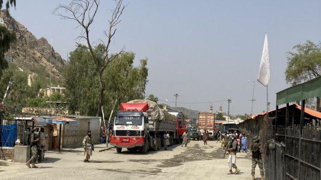 巴基斯坦和塔利班士兵在边境上