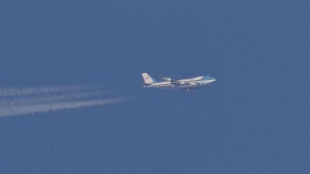 ایلن میلوئے نے برطانیہ کے علاقے شیفیلڈ کی فضا میں پرواز کرتے اس جہاز کی ایک بہترین تصویر بنا لی تھی
