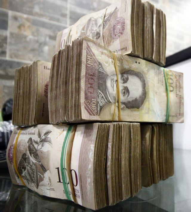 वेनेजुएला में अगले साल 2000 फीसदी की दर से कीमतें बढ़ सकती हैं.