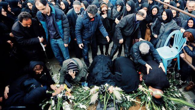 مراسم تشیع پیکر چهار نفر از کشته شدگان در شهر همدان