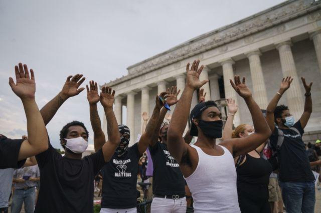 Manifestantes em Washington em 04 de junho de 2020