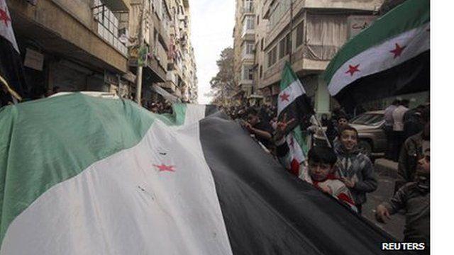Protesto contra Assad em área rebelde na Síria