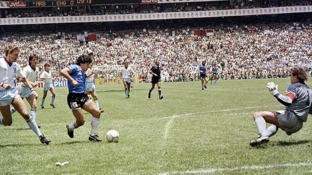 گل دوم مارادونا به انگلیس در جام جهانی ۱۹۸۶ یکی از برترین گلهای تاریخ فوتبال است