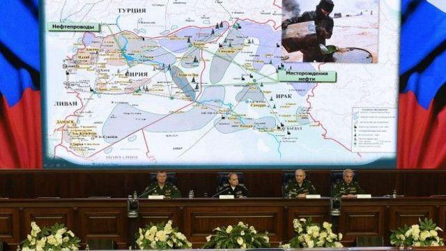 В прошлом году на брифинге представители минобороны показали карты, доказывающие, по их словам, торговлю между Турцией и ИГ