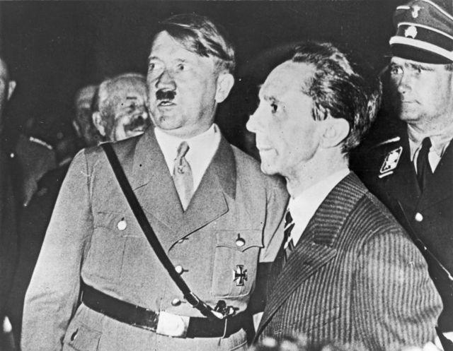 گوبلز و هیتلر در انتخابات ۱۹۳۳ آلمان