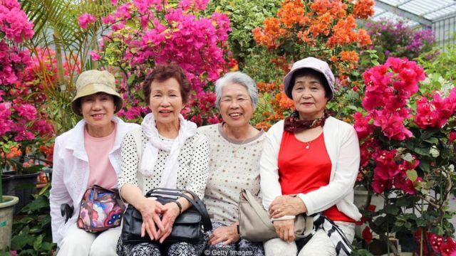 日本的沖繩的百歲老人比例為全世界最高。